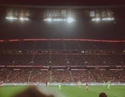 العرب اليوم - لاعب يسجل هدف عابر للقارات من منتصف الملعب في الدوري السويدي