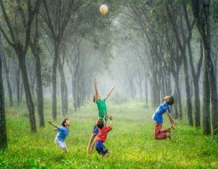 العرب اليوم - التنزه مع طفلك لمدة 10 دقائق يومياً قد يقلل نوبات الغضب لديه