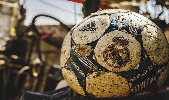 العرب اليوم - ليونيل ميسي يتصدر وبنزيما في الوصافة في ترتيب هدافي الدوري الإسباني