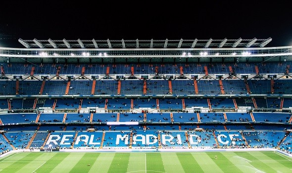 العرب اليوم - ريال مدريد يهزم برشلونة ويتقاسم الصدارة مع أتليتكو مدريد