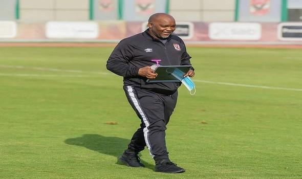 العرب اليوم - موسيمانى يحاضر لاعبى الأهلى بالفيديو قبل التحرك لملعب التدريب بقطر