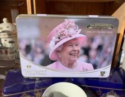 العرب اليوم - موقف محرج لمذيع على الهواء بسبب ملكة بريطانيا
