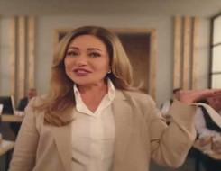 العرب اليوم - ليلى علوي بفستان أنيق ولامع في رمضان 2021