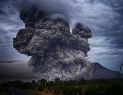 العرب اليوم - إجلاء الآلاف بعد ثوران بركان في جزيرة لا بالما الإسبانية في المحيط الأطلسي