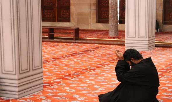 15 كيلو جراماً من العود الفاخر لتطييب المسجد النبوي وقاصديه على مدار اليوم