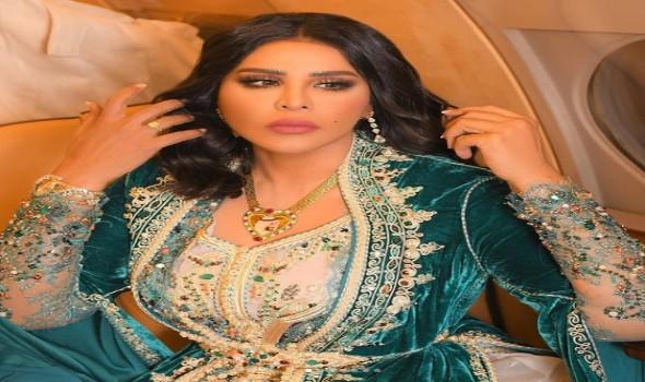 الفنانة الإماراتية أحلام الشامسي تمنح شريهان لقب الملكة