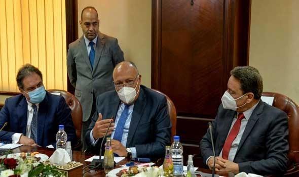 مصر وقطر يوقعان مذكرات تعاون وتفاهم في مجالي البريد والطيران