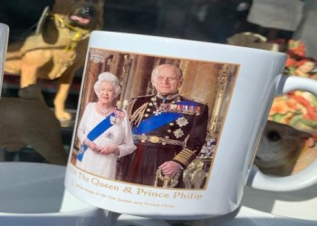 العرب اليوم - الملكة إليزابيث تكرم العلماء والنجوم في عيد ميلادها