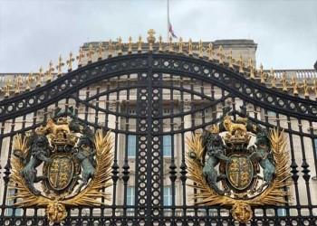 العرب اليوم - مساعدون ملكيون يطالبون هاري وميغان بالتخلي عن الألقاب الملكية