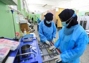 العرب اليوم - أطباء مصريون يتطوعون لعلاج مصابي غزة ويؤكدون مساعدة الأشقاء واجب