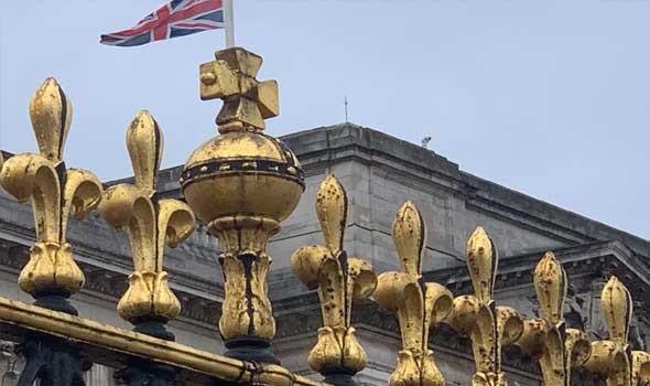 """العرب اليوم - الملكة البريطانية تبحث عن خبير الكتروني لحماية العائلة المالكة من """"القرصنة"""""""