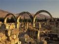 العرب اليوم - علماء الآثار يكتشفون مقبرة بها رفات 32 شخصًا مدفون في جرار خزفية يعود تاريخها إلى أواخر القرن الرابع