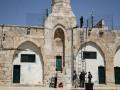 العرب اليوم - مستوطنون يهاجمون منازل المواطنين في بلدة التوانة شرق يطا جنوب الخليل والاحتلال يصيب عددا منهم بالرصاص والاختناق
