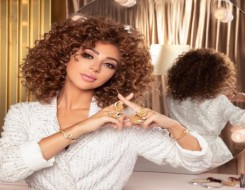 العرب اليوم - ميريام فارس تنشر فيديو تقص شعرها بنفسها بدون مصفف