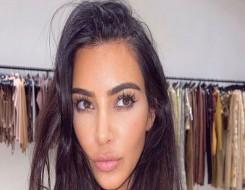العرب اليوم - كيم كارداشيان تنفي علاقتها بتمثال «مثير للجدل»