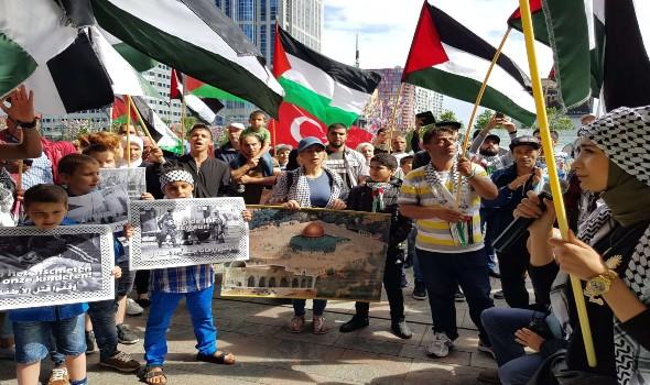وقفة للشعبي الناصري امام قلعة صيدا تضامنا مع الشعب الفلسطيني