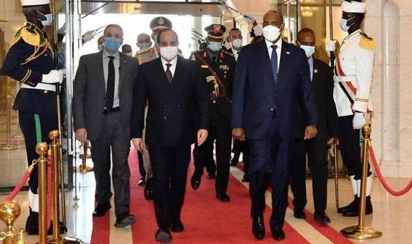 رئيس مجلس السيادة في السودان يتسلم رسالة خطية من أمير دولة قطر