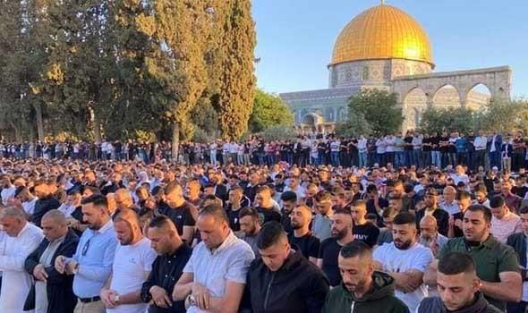 مستوطنون يقتحمون المسجد الأقصى تحت حراسة الشرطة الإسرائيلية