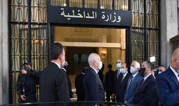 """قرقاش يلتقي الرئيس التونسي ويؤكد دعم الإمارات لـ"""" أمن وازدهار"""" تونس"""