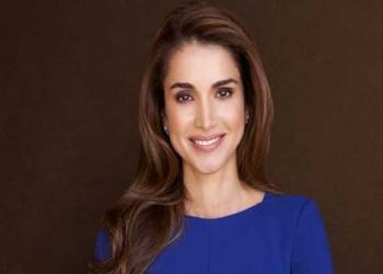 العرب اليوم - الملكة رانيا تفتتح معرض تصاميم نهر الأردن وتخطف الأنظار بإطلالة ساحرة