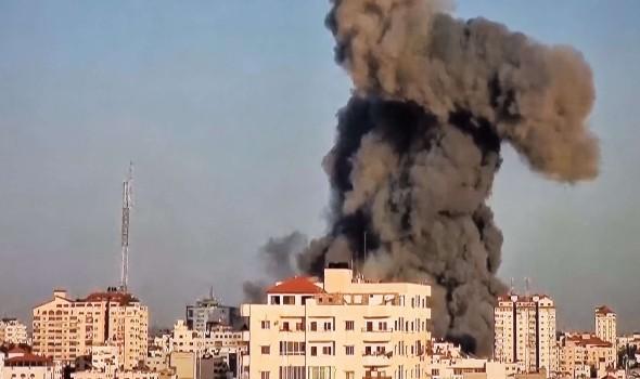 العرب اليوم - قامت قوات الإحتلال الإسرائيلي بقصف برج الشروق في مدينة غزة  والذي يحتوي عددًا من المحلات التجارية والمؤسسات الإعلامية ومنها إذاعة و فضائية الأقصى.