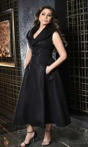 العرب اليوم - إليسا تتألق بفستان أسود طويل يمزج بين الفخامة والعصرية