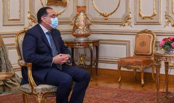 العرب اليوم - رئيس الوزراء  المصري يكشف أمام الرئيس عبد الفتاح السيسي تكلفة تطوير العشوائيات في مصر