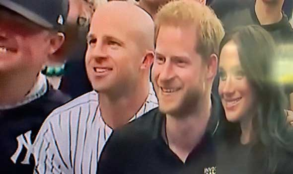"""العرب اليوم - الأمير هاري يهدد بمقاضاة """"بي بي سي"""" بعد اتهامه بعدم استشارة الملكة في تسمية ابنته"""