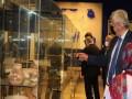 العرب اليوم - 8 قطع زجاجية هشمها إنفجار مرفأ بيروت تسافر إلى لندن ضمن إتفاقية مع المتحف البريطاني لترميمها