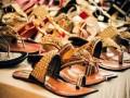 العرب اليوم - أفكار لتنسيق الصندل مع الأزياء المختلفة