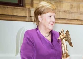 العرب اليوم - الملك فيليب يمنح المستشارة أنغيلا ميركل جائزة كارلوس الخامس