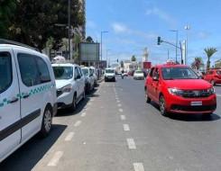 العرب اليوم - سائقة سيارة أجرة في الرباط تتحدى التقاليد و الأعراف الاجتماعية