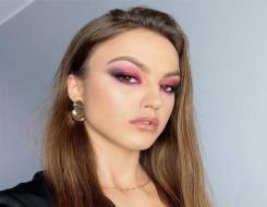 العرب اليوم - تطبيق المكياج الوردي والبنفسجي للحصول على إطلالة صيفية مبهجة