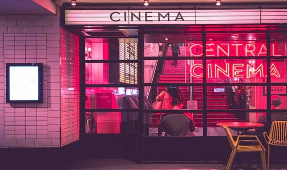 ديزني تتراجع وتعود لعرض الأفلام في صالات السينما بعد خسائر الإصدار المزدوج