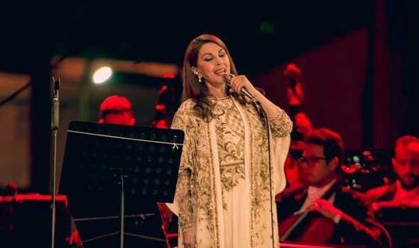 العرب اليوم - فنانات تعرضن للسقوط على المسرح وماجدة الرومي آخرهن