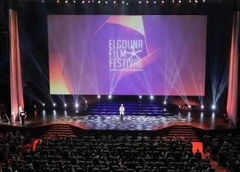 العرب اليوم - إنجي كيوان تكشف عن سر اختيار إطلالتها الجريئة