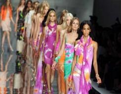 العرب اليوم - دار VALENTINO تعرض مجموعتها للأزياء الجاهزة لربيع وصيف 2022