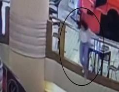 """العرب اليوم - الكشف عن لحظة انتحار فتاة في مول """"سيتي ستارز"""" في مصر"""