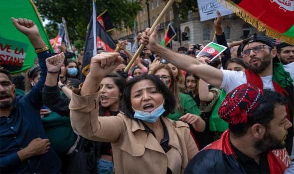 """العرب اليوم - صحافيون يتعرّضون للضرب على يد """"طالبان"""" أثناء تغطية تظاهرة نسائية في كابول"""