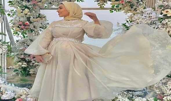 العرب اليوم - فساتين سهرة طويلة موضة خريف 2021
